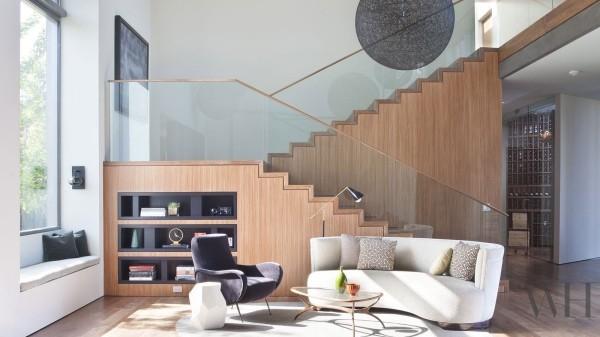Treppenhaus tolle eingebaute Regale