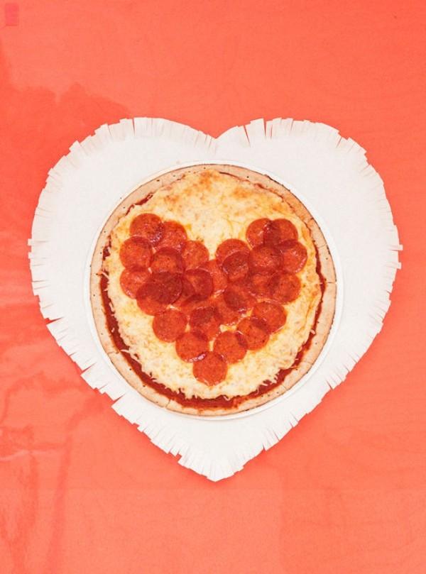 Valentinstag Herzdeko und Pfannkuchen