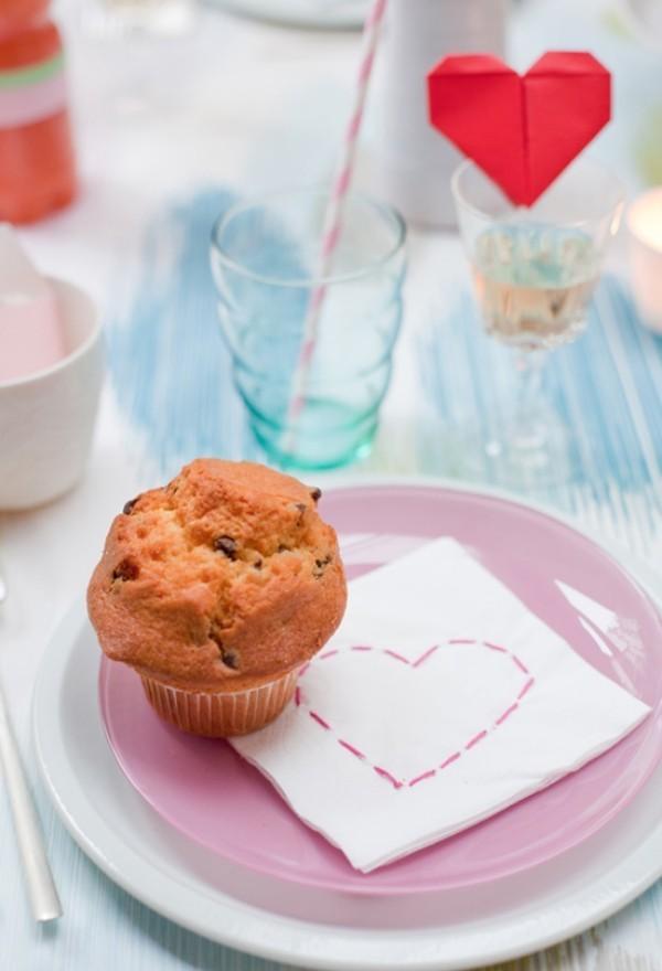 Valentinstag Muffin auf dem Teller