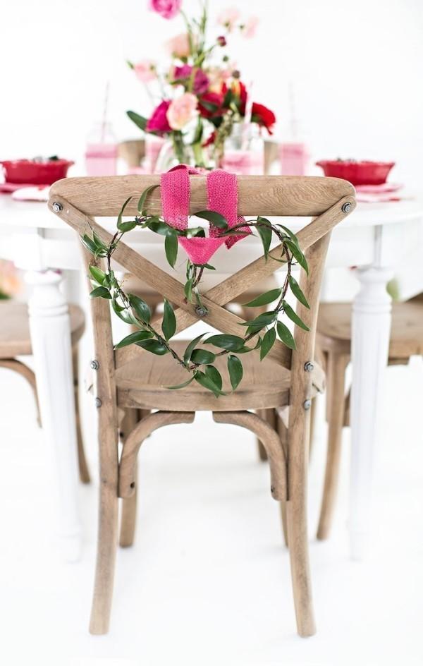 Valentinstag geschmückter Stuhl