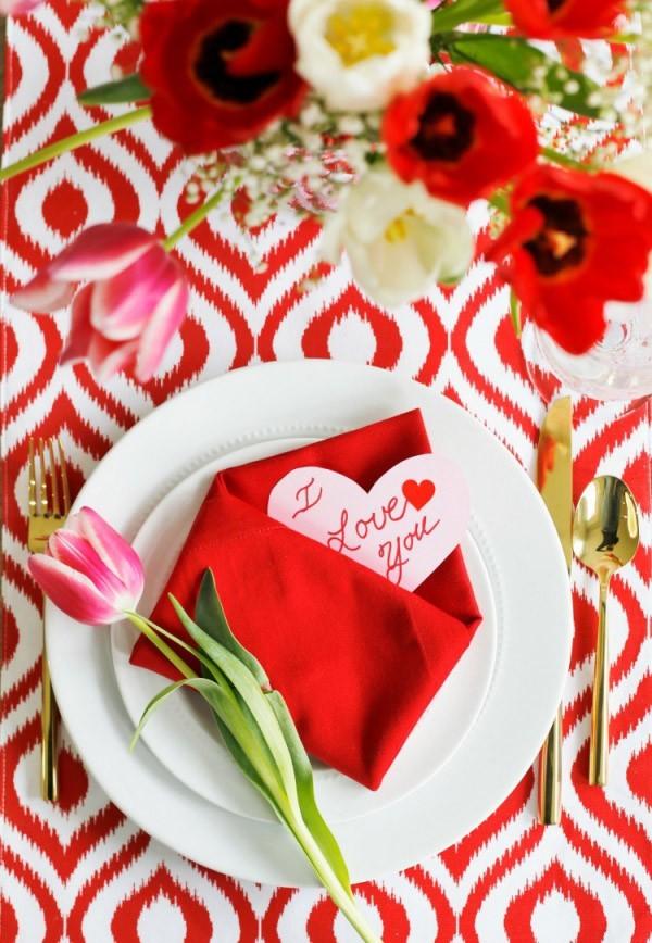 Valentinstag rote Muster und Tulpen