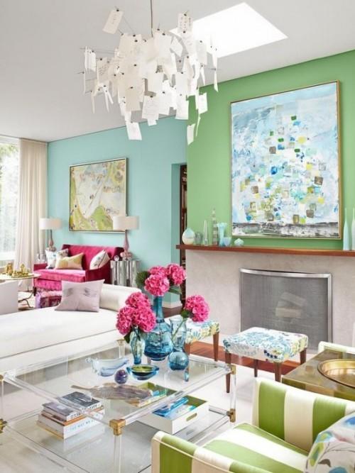 Wohnzimmer mit femininen Touches Blumen und sanfte Farben machen das weibliche Interieur aus