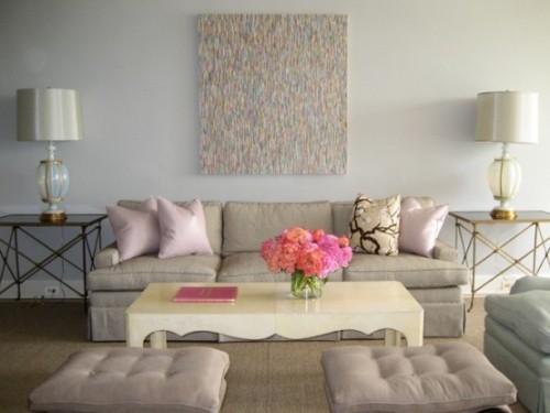Wohnzimmer mit femininen Touches Hellgrau mit Hellrosa