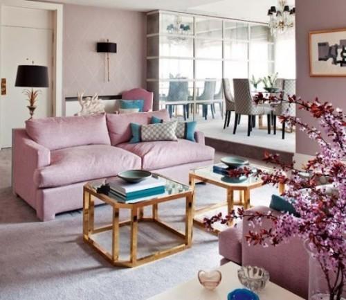 Wohnzimmer mit femininen Touches Pastellfarben dominieren