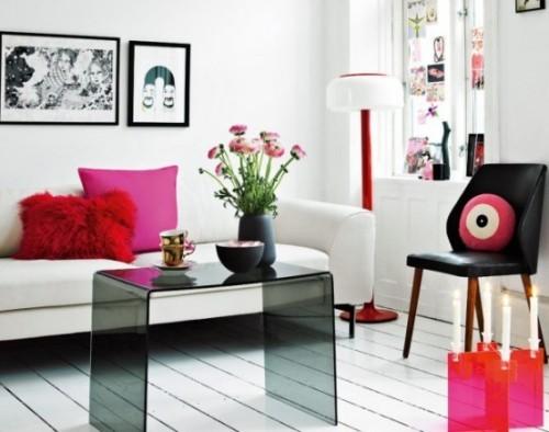 Wohnzimmer mit femininen Touches Rot und Schwarz als Azente