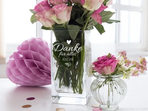 Wunderschöne personalisierte Geschenke zum Muttertag Vase mit rosa Rosen