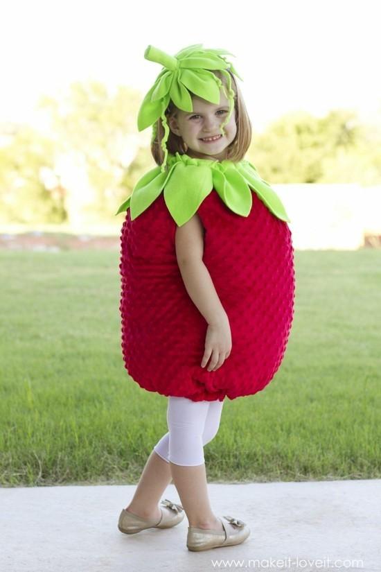 faschingskostüme kinder kleine erdbeere