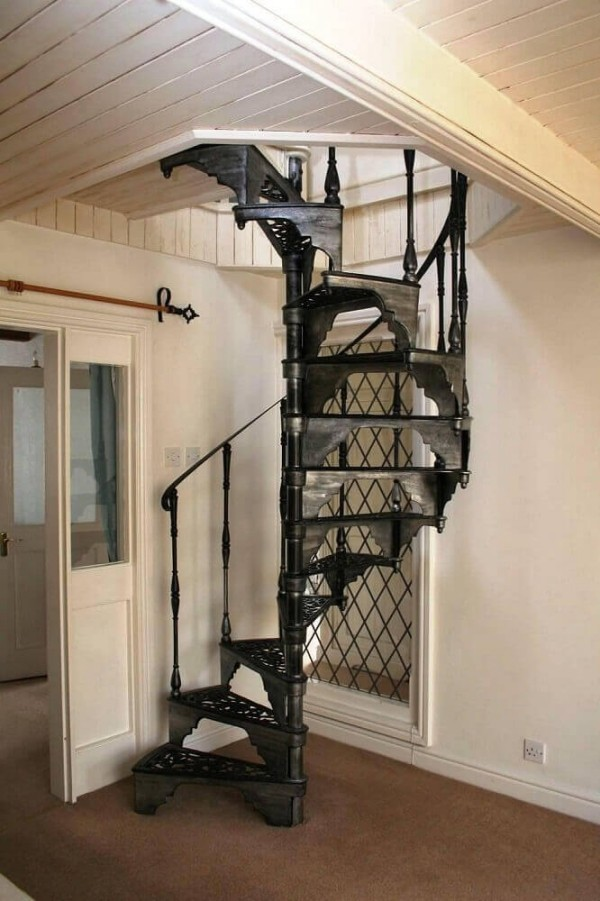 tolle schwarze Treppe Treppenhaus