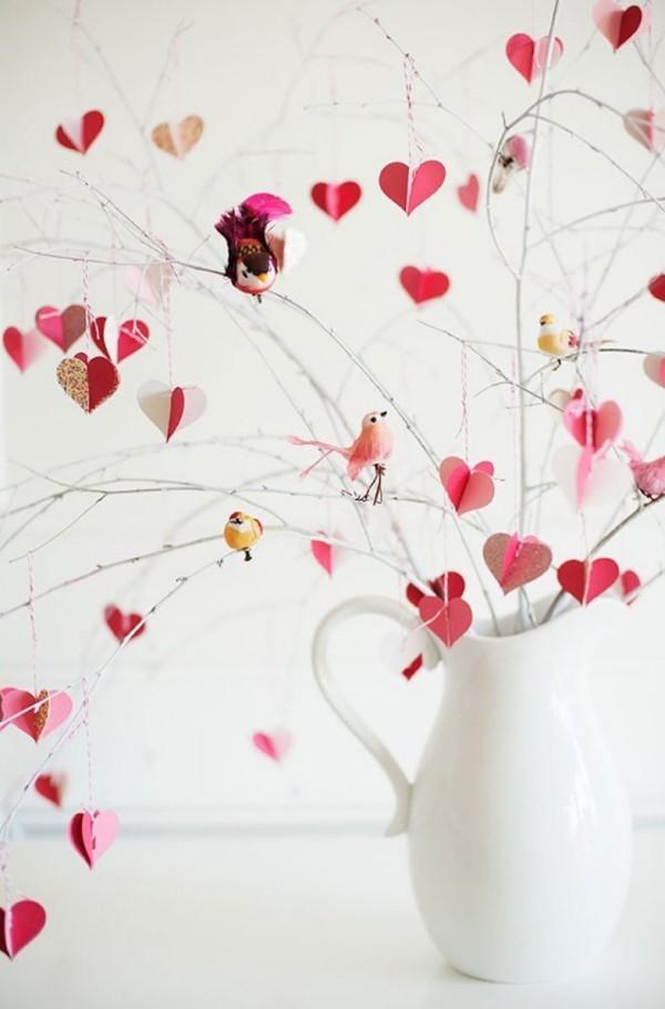 toller Zweig mit Herzen Valentinstag