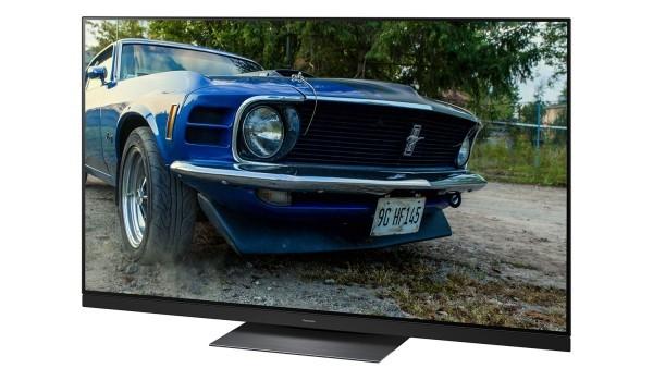 4K Fernseher blaues Auto