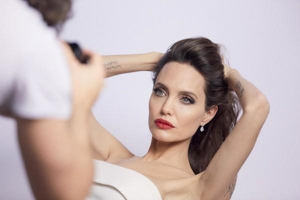 Angelina Jolie sucht innere Balance Leben ohne Stress