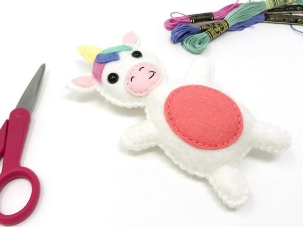Babyspielzeug nähen Filz Kuh cooles Kinderspielzeug