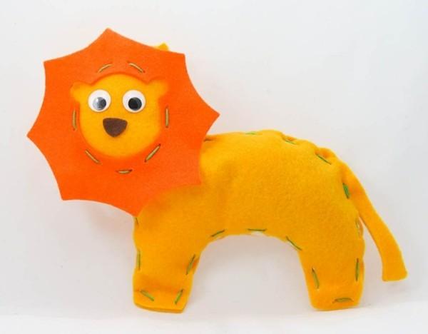 Babyspielzeug selber nähen Filz Löwe