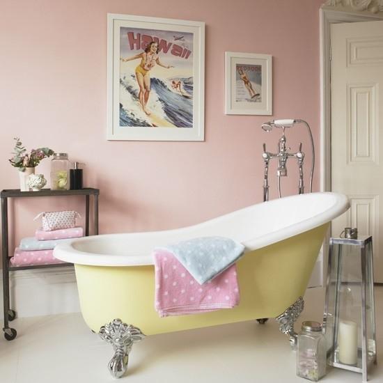 Badezimmer mit weiblichem Gespür Kerzen zarter Duft Pastellfarben