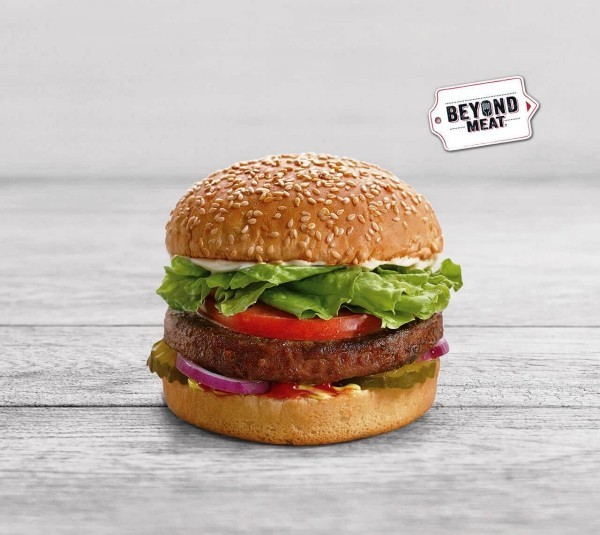 Beyond Meat führt vegetarisches Rinderhackfleisch mit höherem Proteingehalt als Fleisch ein beyond burger mit frikadelle aus bohnen