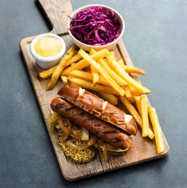 Beyond Meat führt vegetarisches Rinderhackfleisch mit höherem Proteingehalt als Fleisch ein wurst aus pflanzlichen mitteln
