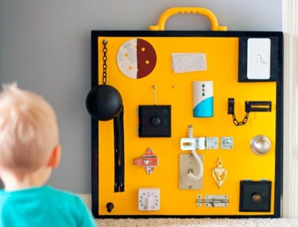 DIY Ideen Spielzeuge activity board selbst bauen busy board