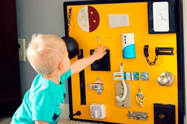 DIY Spielzeuge activity board selbst bauen busy board