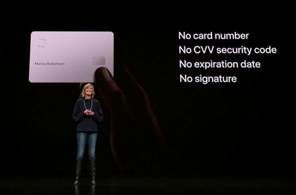 Die Apple Card ist eine neue Kreditkarte, die Sie mit Apple Pay benutzen können die titan karte mit name und nichts anderes