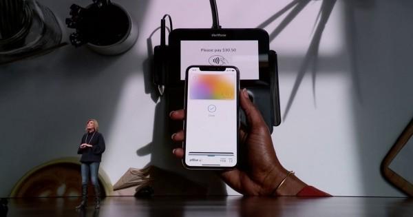 Die Apple Card ist eine neue Kreditkarte, die Sie mit Apple Pay benutzen können mit app und digitale karte bezahlen
