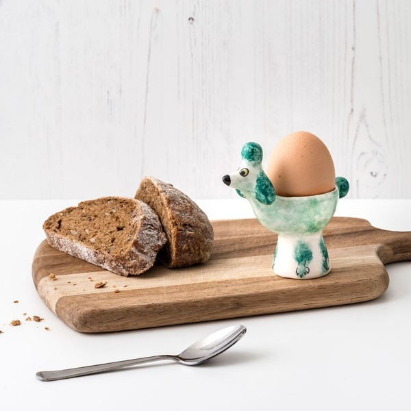 Eierbecher mit Brot zum Frühstück