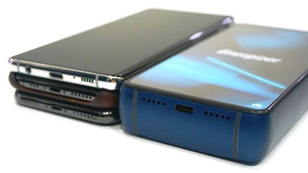 Energizer Power Max P18K Pop – Das witzigste Smartphone vom MWC 2019 das handy neben 3 normale smartphones