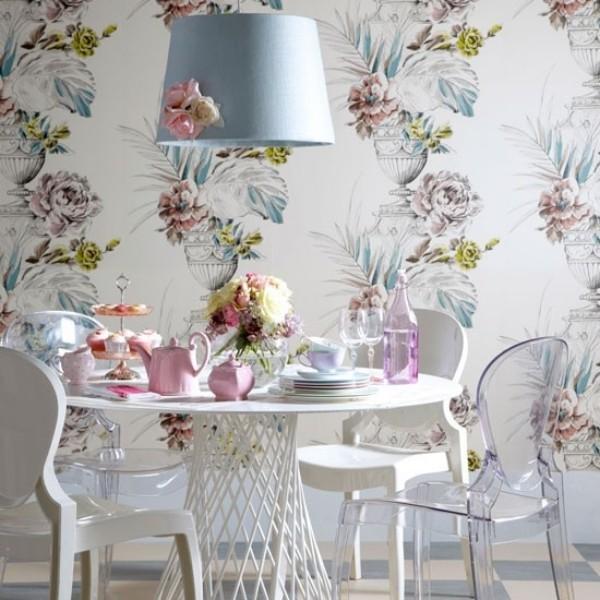 Esszimmer mit femininen Touches Wandtapete stilisierte Rosen Hintergrund in Pastellblau