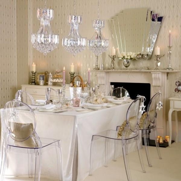 Esszimmer mit femininen Touches modern und elegant eingerichtet