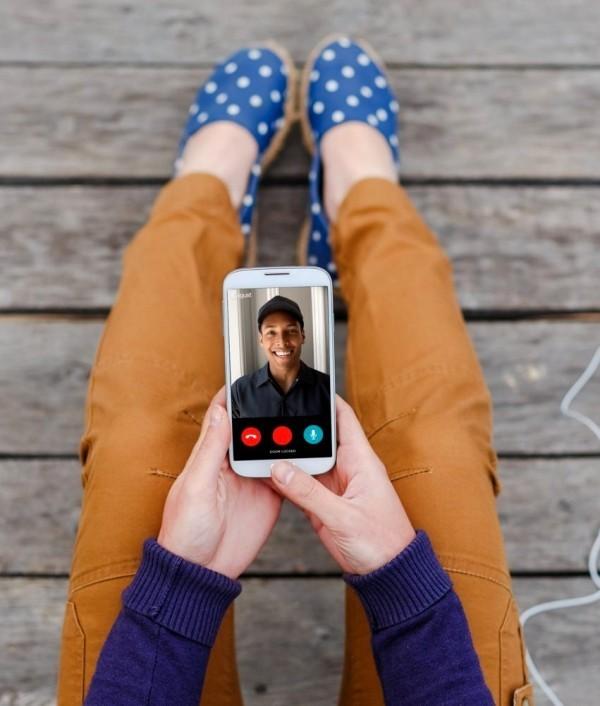 Hi-Tech Smart Türklingel mit Kamera von August Home besucher in echtzeit per app sehen
