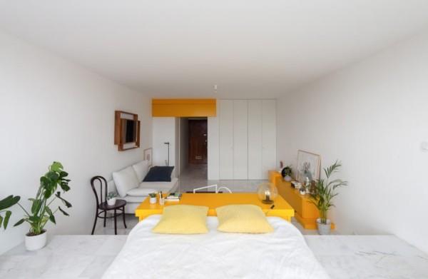 Kleine Wohnung minimalistisch eingerichtet gelbe Akzente sehr auffallend