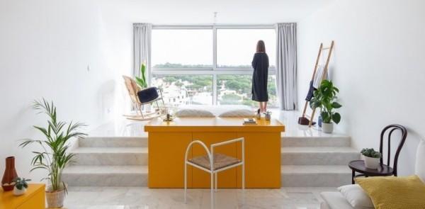 Kleine Wohnung minimalistisches Raumkonzept gelbe Akzente zufriedenstellendes Endresultat