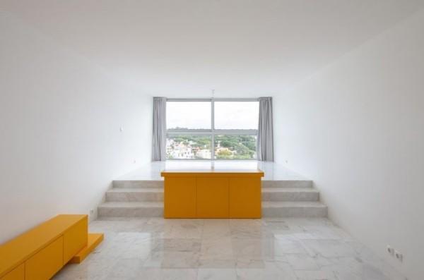 Kleine Wohnung minimalistisches Raumkonzept gelbe Akzente