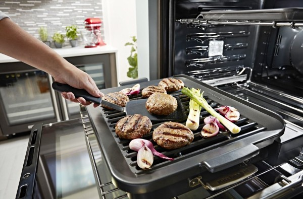 Mit KitchenAid Smart Ofen + das eigene Kocherlebnis modernisieren grillaufsatz zum grillen und braten