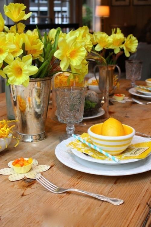 Narzissen Deko Ideen bringen mehr Farbe auf den Esstisch
