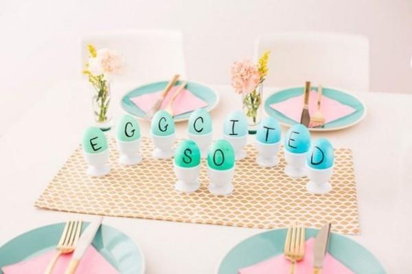 Osterdeko draußen Eier mit Buchstaben lustige nachricht