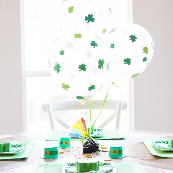 St. Patricks Day Tischdeko kleine grüne Hüte weiße Ballons mit Kleeblatt