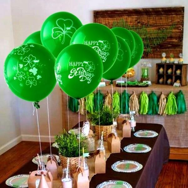 St. Patricks Day grüne Ballons festlich dekorierter Tisch