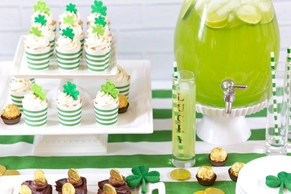 St. Patricks Day grüne Muffins Drinks
