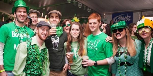 St. Patricks Day junge Menschen in Grün gekleidet ideen