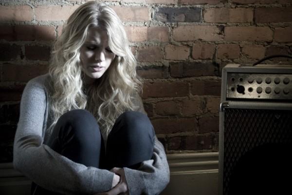 Taylor Swift erscheint auf der Titelseite von Elle UK mit einem persönlichen Essay über Popmusik white horse video ausschnitt