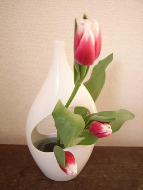 Tulpen im Interieur Blumengesteck coole Idee aus dem Fernen Osten