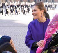 Der Namenstag von Prinzessin Victoria und die Outfits ihrer Familie