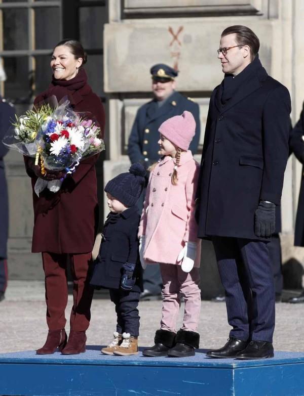 Victoria von Schweden zusammen mit der ganzen Familie