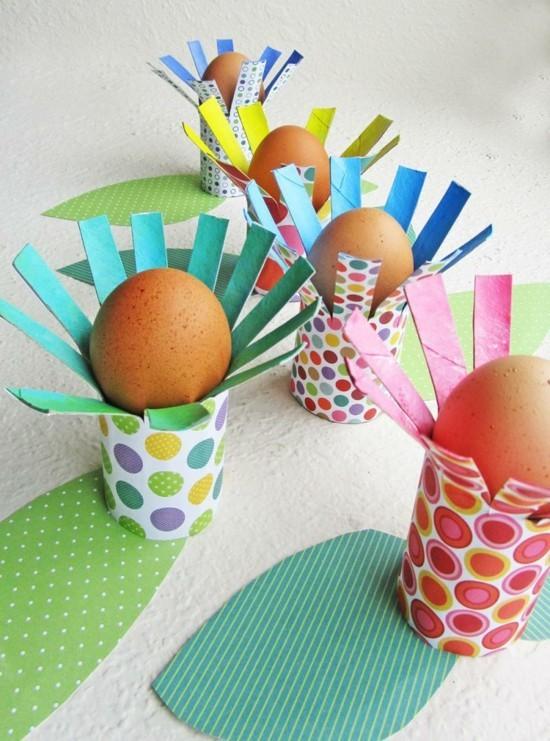 bunte eierbecher basteln mit klorollen