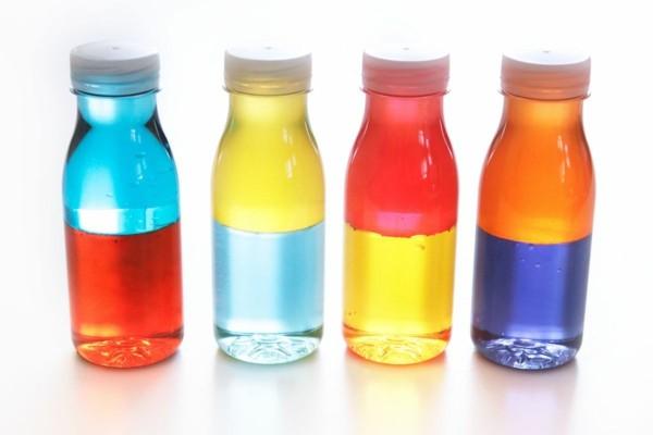 coole Kinderspielzeuge Sensorik Flaschen mit Farbe selber machen