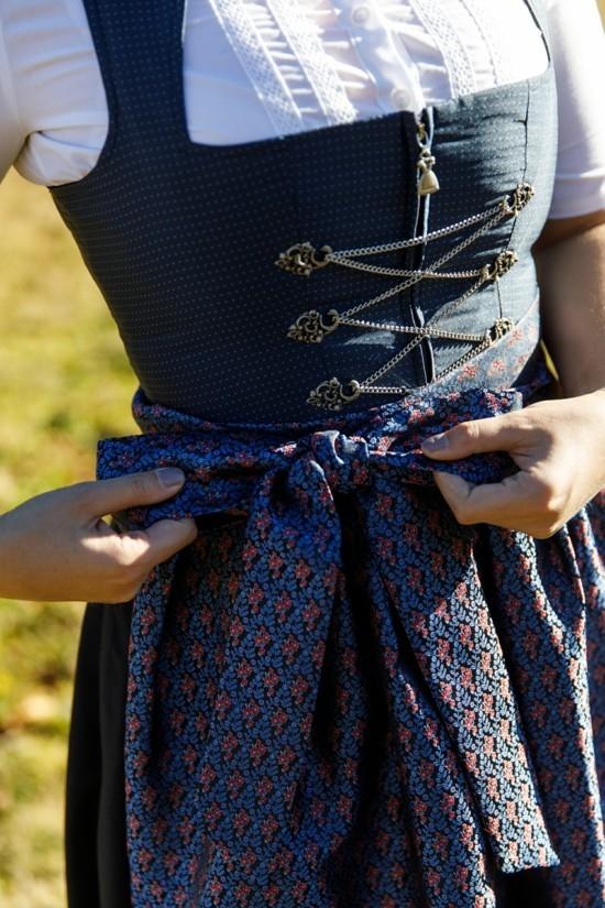 dirndl schleife binden dirndl richtig tragen