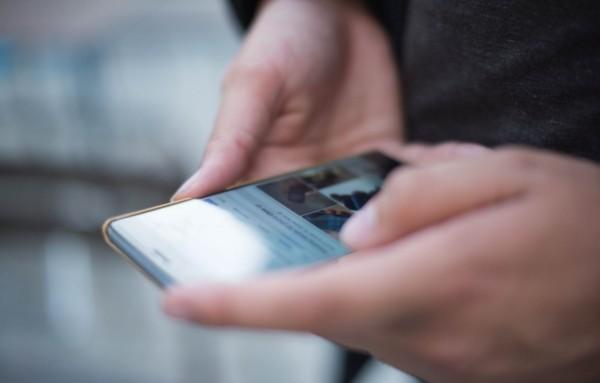 ein handy in der hand beste smartphones