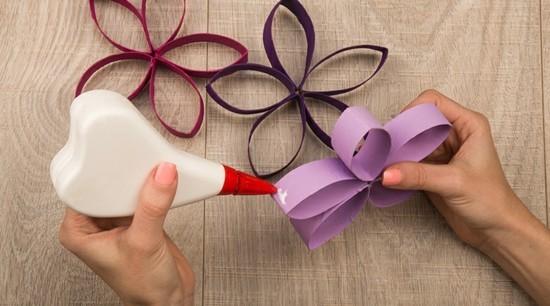 girlande papierblumen basteln mit klorollen