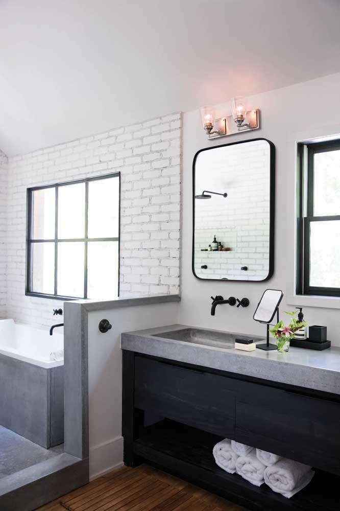 graues Badezimmer mit Spiegel Einrichtung Ideen