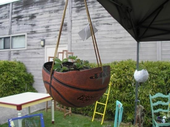 pflanzkübel aus basketball gartendeko selber machen